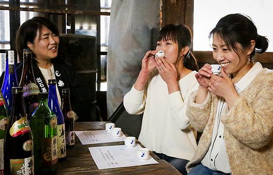 酒処但馬で受け継がれた「楽々鶴」で 出石きき酒体験